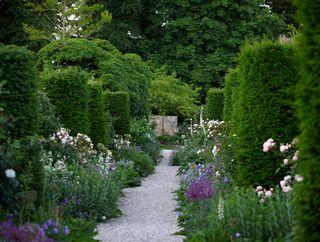 Jinny_blom_cotswold-garden-3
