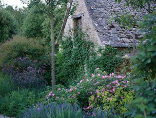 Jinny_blom_cotswold-garden-6