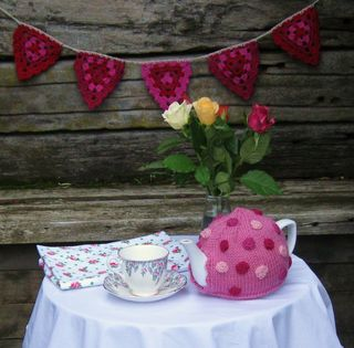 May-2011-polka-dot-tea-pot-3
