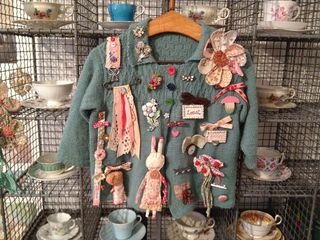 Cardigan_brooches